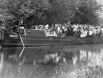 BargeOuting1910